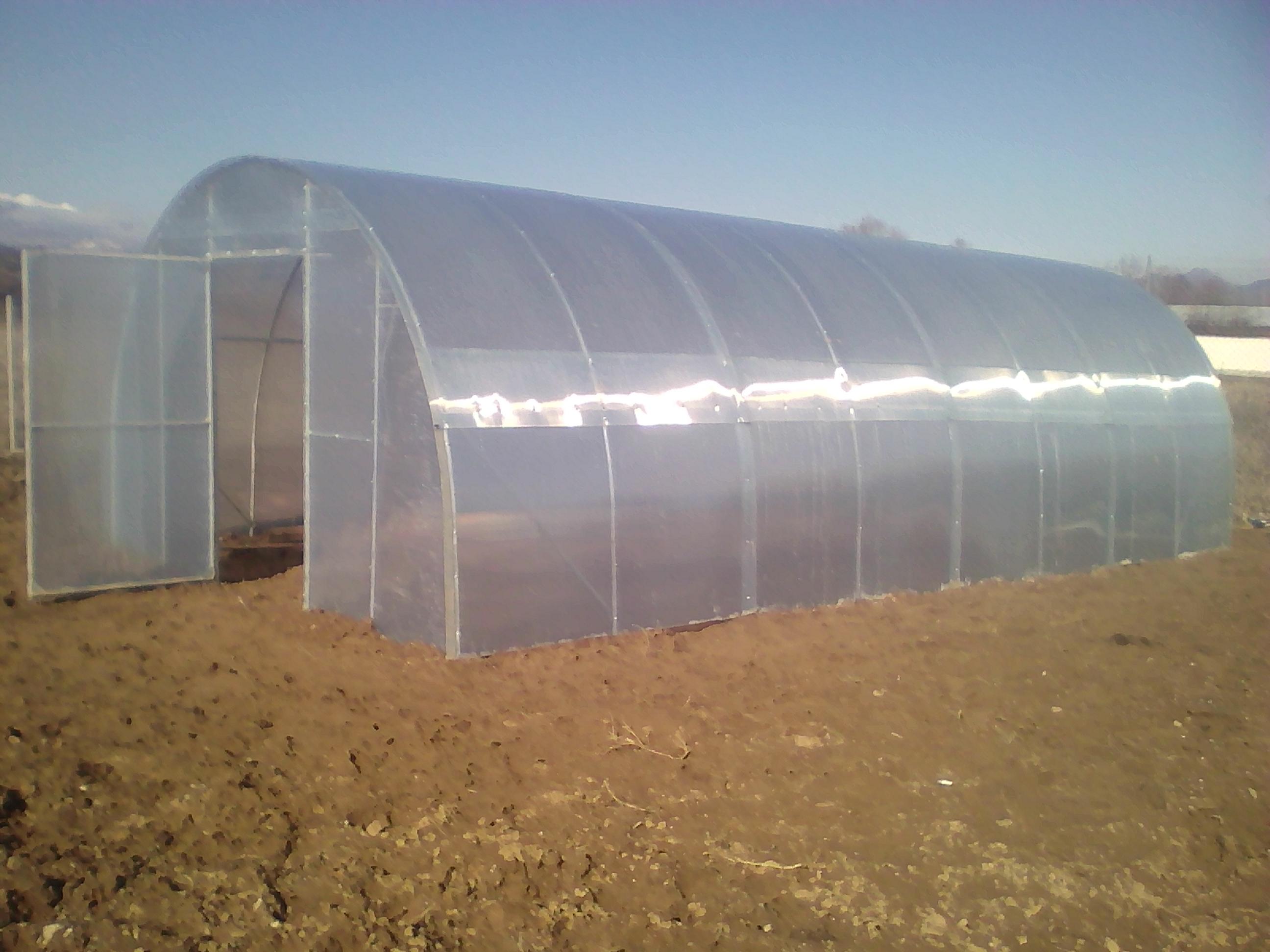градински оранжерии от поцинковани тръби и поликарбонат